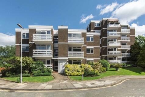 Mountcombe Close, Surbiton. 2 bedroom house