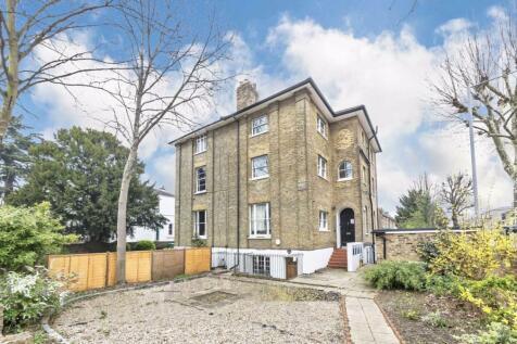 Berrylands Road, Surbiton. 2 bedroom flat