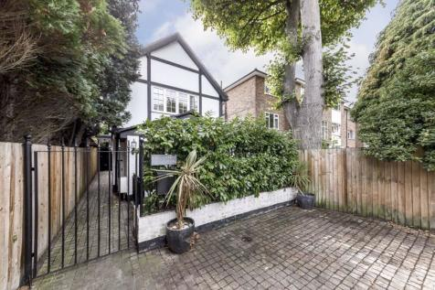 Lovelace Gardens, Surbiton. 3 bedroom detached house