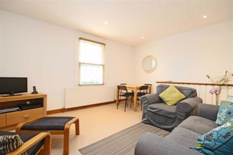 High Street, Hampton Wick. 2 bedroom flat