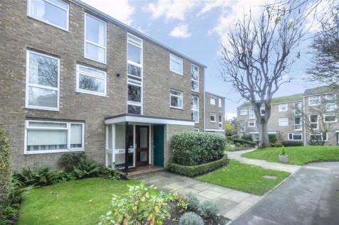 Harrowdene Gardens, Teddington. 1 bedroom flat