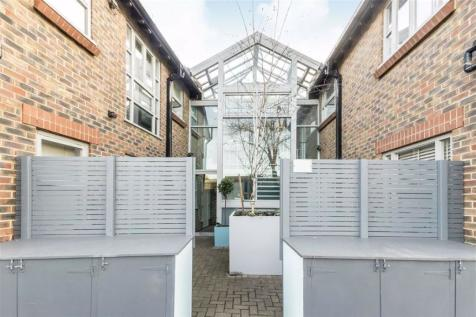 Strathmore Road, Teddington. 1 bedroom flat