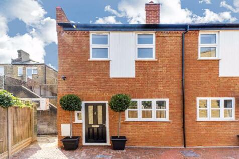 Stable Mews, Twickenham. 2 bedroom terraced house