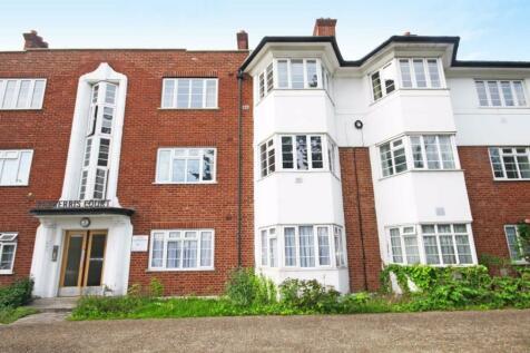 Great West Road, Hounslow. 2 bedroom flat
