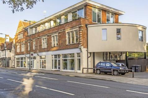 Hampton Court Road, Hampton Wick. 1 bedroom flat
