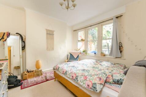 Geraldine Road, Wandsworth, London, SW18. 1 bedroom flat for sale