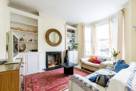 Daphne Street, Earlsfield, London, SW18. 2 bedroom flat
