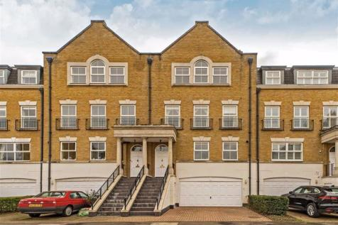 Clearwater Place, Long Ditton. 4 bedroom house