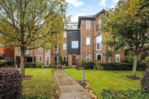 Portsmouth Road, Kingston Upon Thames. 2 bedroom flat