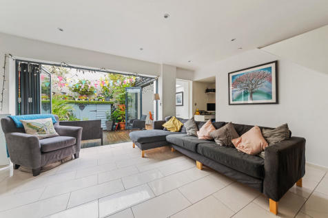 Mitford Road, N19 4HL. 4 bedroom terraced house for sale