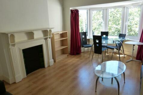 BEVERLEY GARDENS, LONDON, NW11. 2 bedroom flat