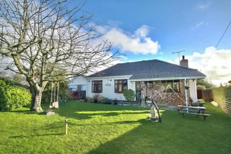 Chalk Hill Road, Horndean. 4 bedroom bungalow for sale