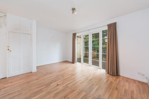 Riverview Grove, Chiswick, W4. 3 bedroom house