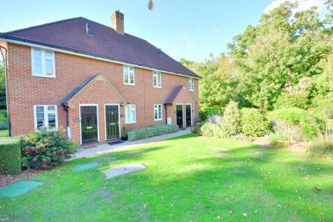 Lady Yorke Park, Seven Hills Road, Iver, Bucks SL0 0PD. 2 bedroom ground maisonette