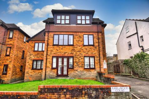 Earlswood Road, REDHILL. 1 bedroom farm house