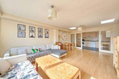 Armoury Way, Wandsworth, SW18. 3 bedroom apartment