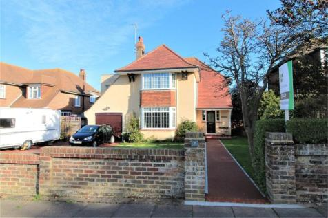 Southcourt Avenue, Bexhill on Sea, East Sussex. 4 bedroom detached house for sale