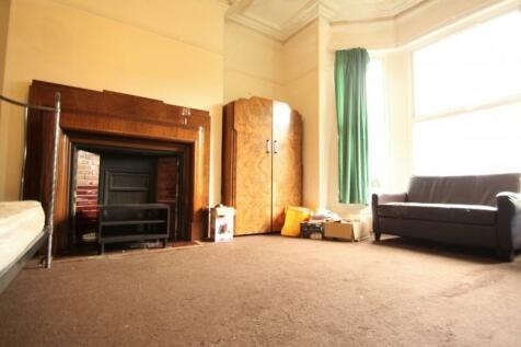 Ash Grove, Hyde Park, Leeds. 9 bedroom terraced house