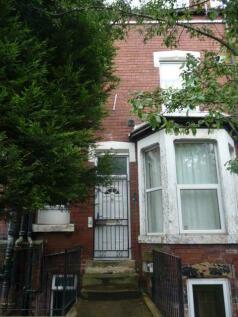 Royal Park Avenue, Hyde Park, Leeds. 3 bedroom terraced house