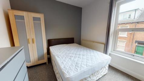 Welton Place, Hyde Park, Leeds. 4 bedroom terraced house