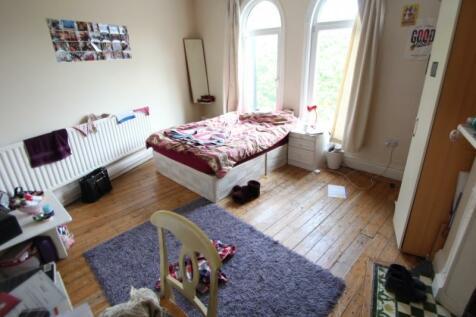 The Crescent, Hyde Park Corner, Hyde Park, Leeds. 3 bedroom apartment