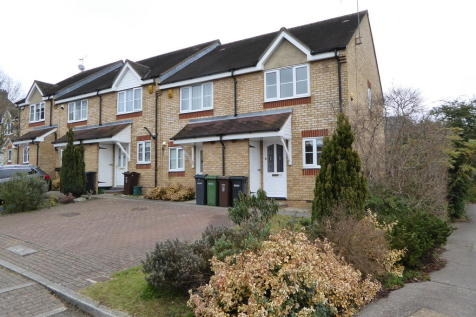 Orient Close, St Albans. 2 bedroom end of terrace house