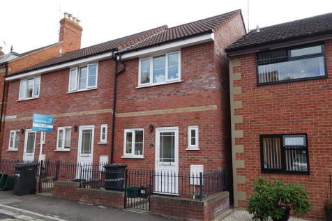 Everton Road, Yeovil. 2 bedroom end of terrace house
