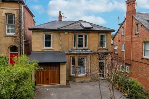 Hendford Hill, Yeovil. 4 bedroom detached house