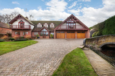 Moulton Road, Kentford, Suffolk. 7 bedroom detached house for sale