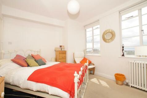 Balham High Road, London, SW17. 1 bedroom flat