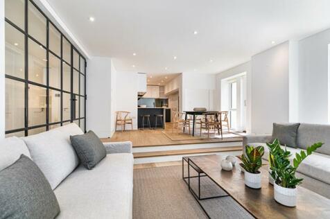 Basing Street, London, W11. 2 bedroom flat