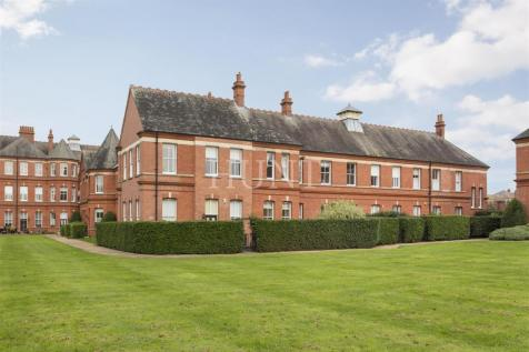 Osborne House, Repton Park IG8. 3 bedroom mews house