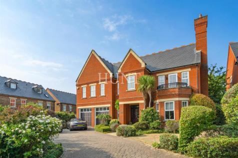 Clarence Gate, Repton Park, Woodford Green, Essex. 5 bedroom detached house