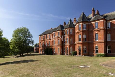 Repton Park, Woodford Green, Essex. 2 bedroom apartment