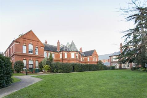 Marlowe House, Repton Park, Woodford Green, Essex. 2 bedroom apartment