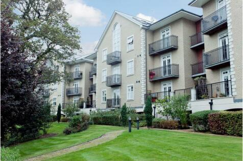 Regents Drive, Repton Park, Woodford Green, Essex. 2 bedroom apartment