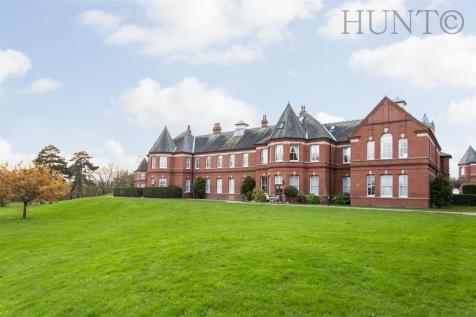 Repton Park, Woodford Green, Essex IG8. 2 bedroom apartment