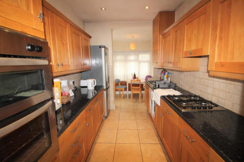 Ridge Avenue, Winchmore Hill, N21. House share