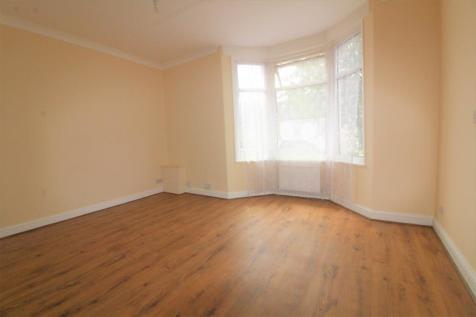 Clarence Road, Enfield, EN3. 2 bedroom flat