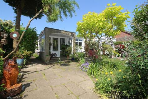 Milner Road, Heswall, Wirral, CH60 5RY, North West - Detached Bungalow / 2 bedroom detached bungalow for sale / £300,000
