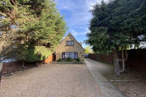 Noak Hill Road, Billericay. 2 bedroom detached house for sale
