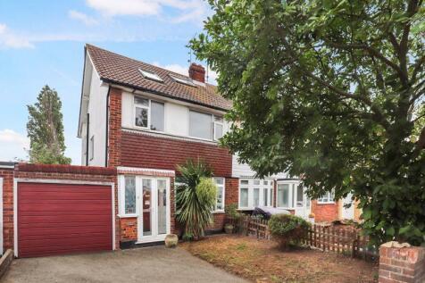 Shoebury Road, Great Wakering. 4 bedroom semi-detached house
