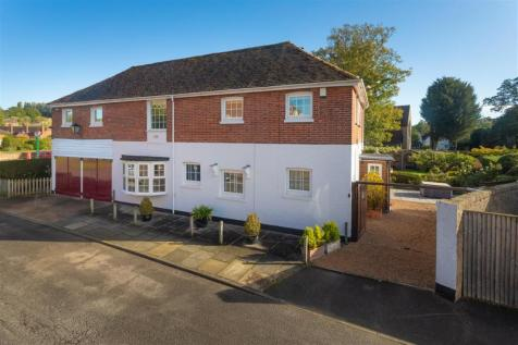 Little Court, River Court, Chartham. 4 bedroom detached house