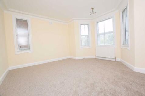 North Circular Road, Golders Green, London. 4 bedroom flat