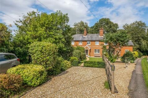 The Avenue, East Tytherley, Salisbury, Hampshire, SP5. 3 bedroom terraced house
