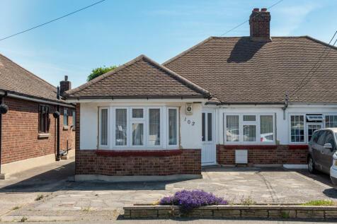Thorndon Avenue, West Horndon. 3 bedroom semi-detached bungalow