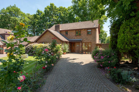 The Grove, Billericay. 4 bedroom detached house