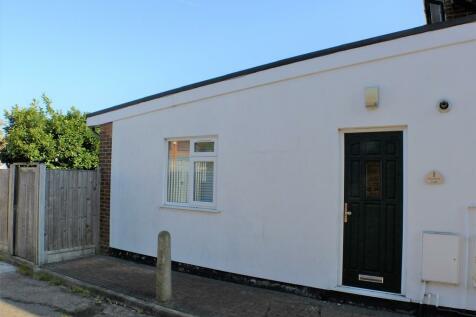Woodland Avenue, Hutton. 2 bedroom ground floor flat