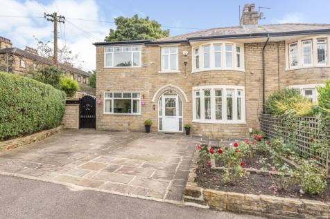 Savile Glen, Halifax, West Yorkshire, HX1. 4 bedroom semi-detached house