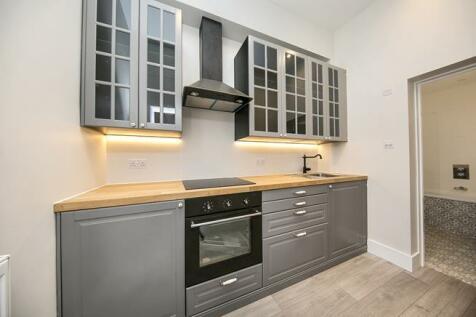 Devonshire Road, London, W4. 1 bedroom flat